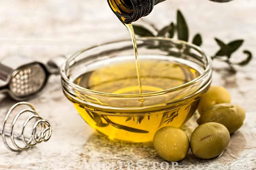 aceite-de-oliva-con-aceitunas